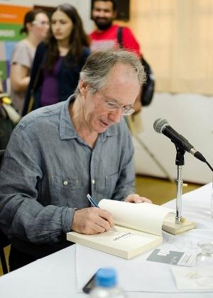 O escritor britânico Ian McEwan participa de entrevista coletiva na Flip, em Paraty (7/7/2012) - Horácio Moreira/Divulgação