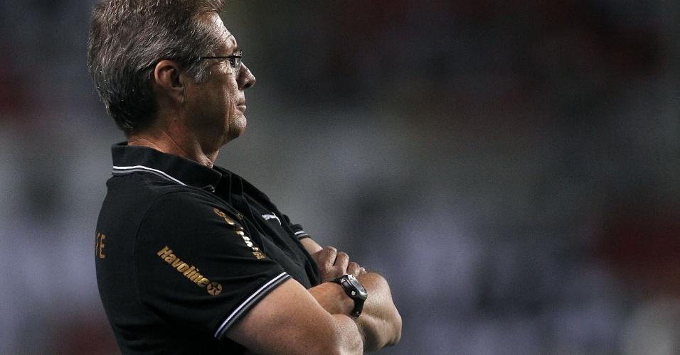 Oswaldo de Oliveira, treinador do Botafogo, ficou quieto durante o segundo tempo do jogo contra o Bahia