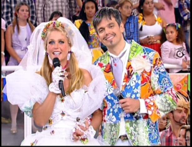 """Xuxa se """"casa"""" com Otaviano Costa no programa """"TV Xuxa"""" deste sábado que faz uma homenagem às festas de São João (7/7/12)"""