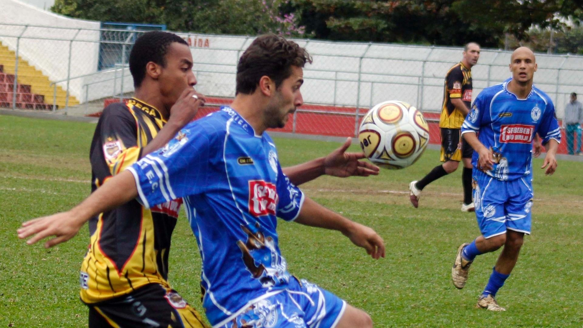 Partida entre Adega (amarelo) 1 X 2 Napoli (azul)