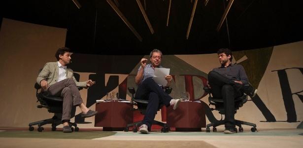 Eucana Ferraz (à esq) e Carlito Azevedo falam sobre a influência de Carlos Drummond de Andrade na literatura atual durante a 10ª edição da Flip 2012 em Paraty (8/7/12)  - Walter Craveiro