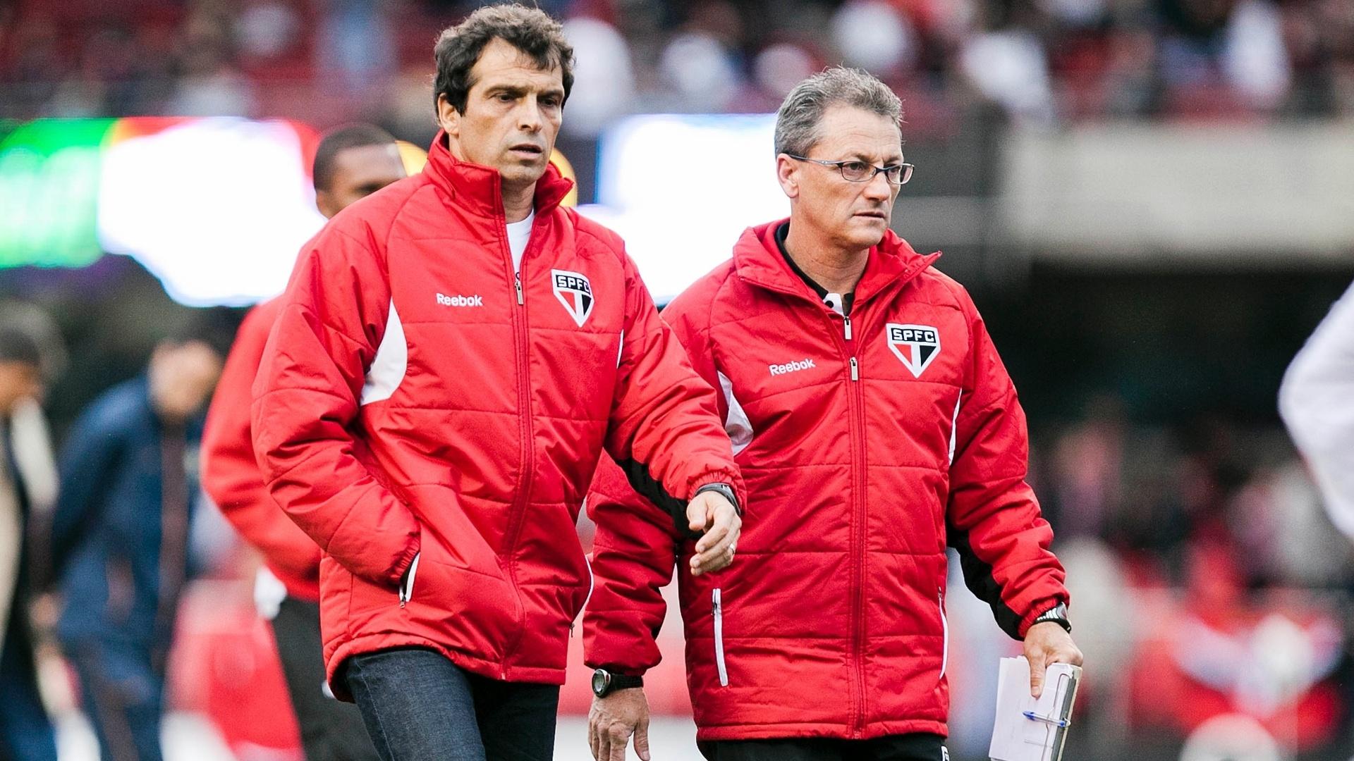 Interino Milton Cruz vai para os vestiários do intervalo de seu último jogo no comando do São Paulo antes de Ney Franco assumir cargo de treinador