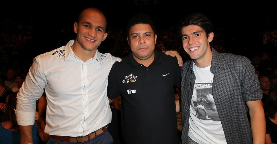 Junior Cigano, Ronaldo e Kaká acompanharam a 10ª defesa de cinturão de Anderson Silva
