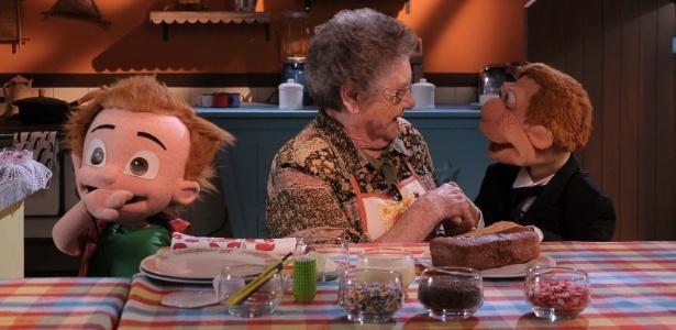 Palmirinha é a convidada especial do quadro de culinária na estreia de TV Cocoricó