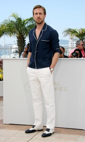 A ocasião que pede esporte fino é sempre despojada e, normalmente, acontece na praia e no campo. Ao promover filme em Cannes, o ator Ryan Gosling exibiu traje descolado e, ao mesmo tempo, elegante. A ocasião pede cores mais claras