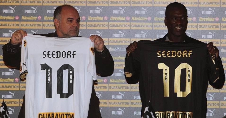 Coletiva de Seedorf no Botafogo - Maurício Assumpção e Seedorf