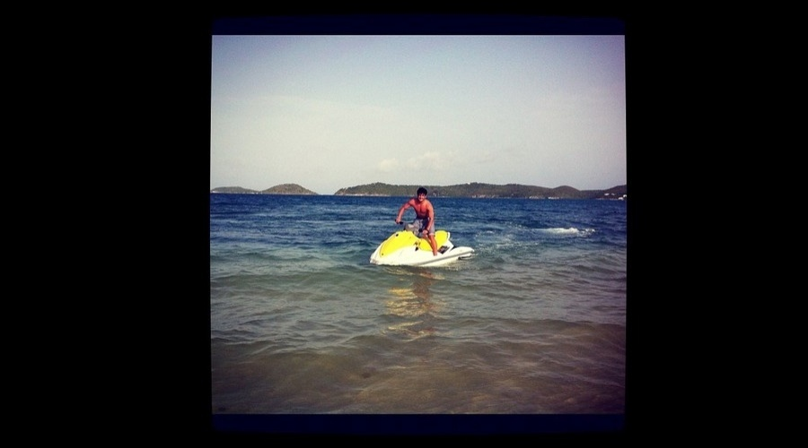De férias no Rio, Alexandre Pato aproveitou o dia para andar de jet ski (9/712)