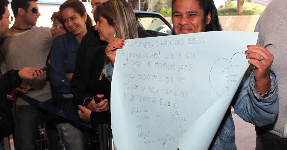Felicidade dos fãs com o fim do drama com o cantor, acidentado em abril de 2012