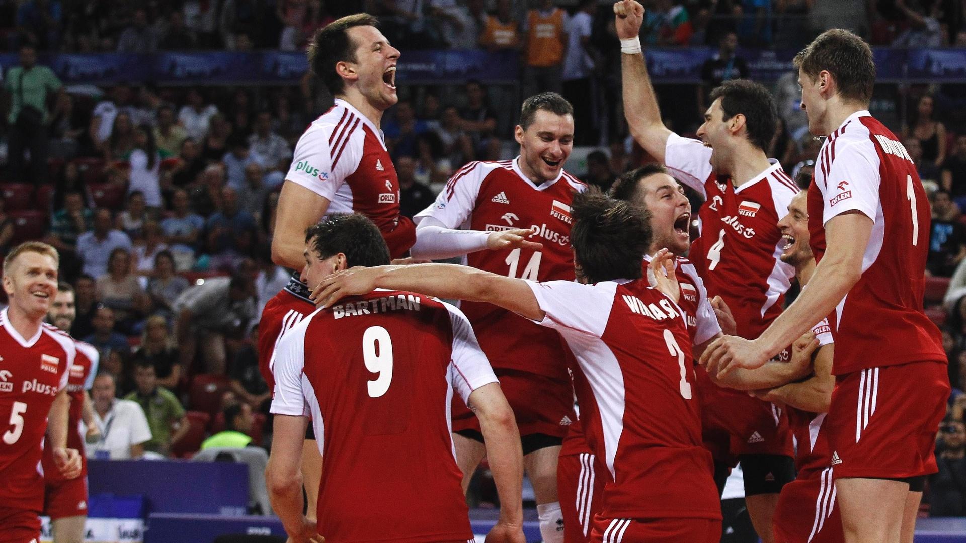 Jogadores da Polônia comemoram título inédito da Liga Mundial de vôlei