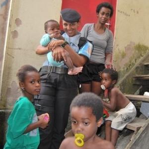 10.jul.2012 - A policial Priscilla de Oliveira Azevedo, que há cinco anos foi capturada e torturada por bandidos em uma favela, hoje comanda as novas Unidades de Polícia Pacificadora (UPPs) no Rio de Janeiro