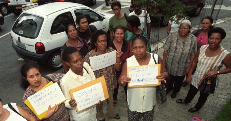 10.jun.2012- Empregadas domésticas protestam na frente de sindicato patronal em São Paulo, nesta terça-feira (10)