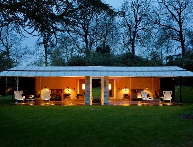 O pavilhão de hóspedes é formado por duas caixas de vidro, com quartos e banheiros idênticos - Andreas Meichsner/ The New York Times