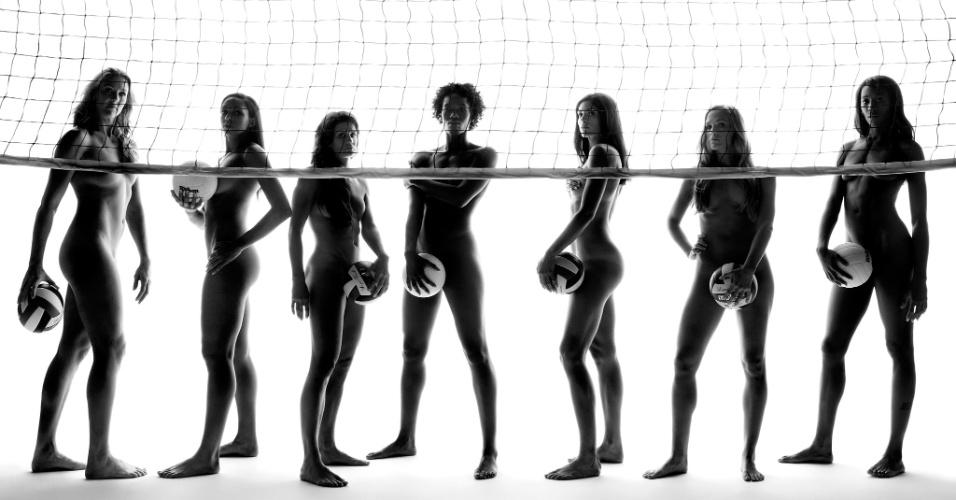 As jogadoras da seleção americana de vôlei Heather Bown, Alisha Glass, Stacy Sykora, Megan Hodge, Cynthia Barboza, Nellie Spicer e Destinee Hooker (da esq. para dir.) na edição da revista