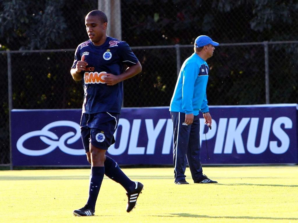 Borges participa de seu primeiro treino no Cruzeiro, com Celso Roth (10/7/2012)