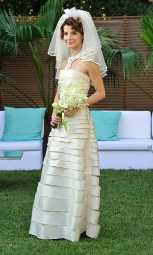 Isadora casa com vestido de Gloria Coelho em