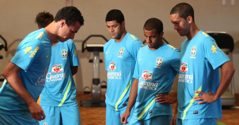 Os jogadores da seleção realizaram trabalho na academia do hotel no RIo de Janeiro na tarde desta terça-feira