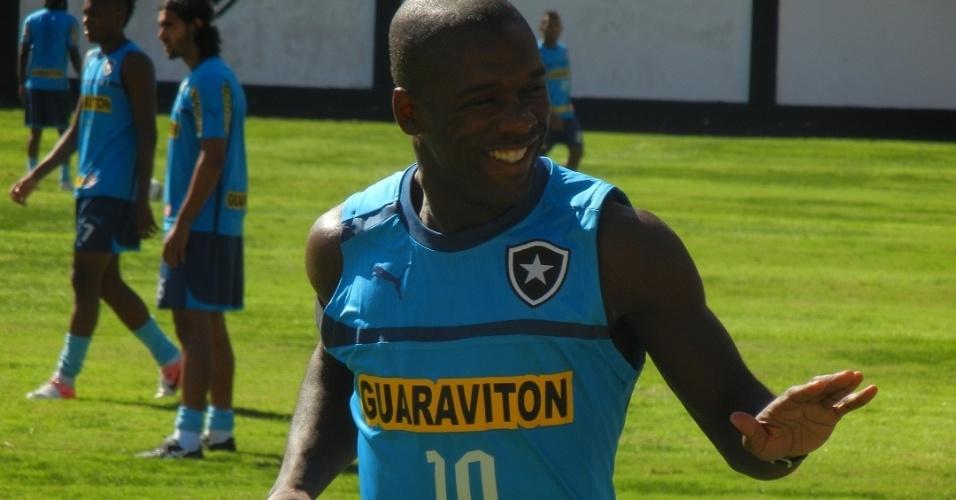 Seedorf demonstrou muita simpatia em seu primeiro treino do Botafogo