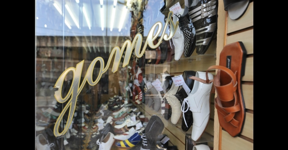 Tradicional loja na zona norte do Rio de Janeiro, a Gomes Calçados fabrica modelos masculinos e femininos e trabalha com escolas de samba e produções da Rede Globo