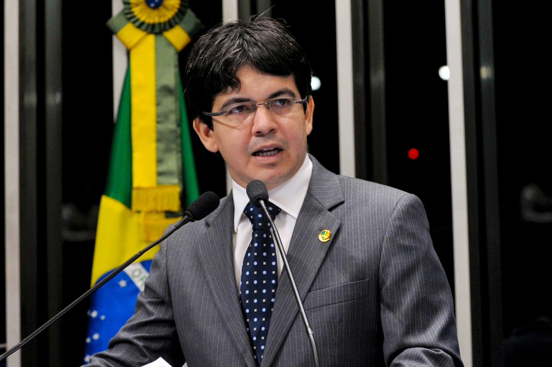 Candidato à presidência do Senado, Randolfe Rodrigues diz que ...