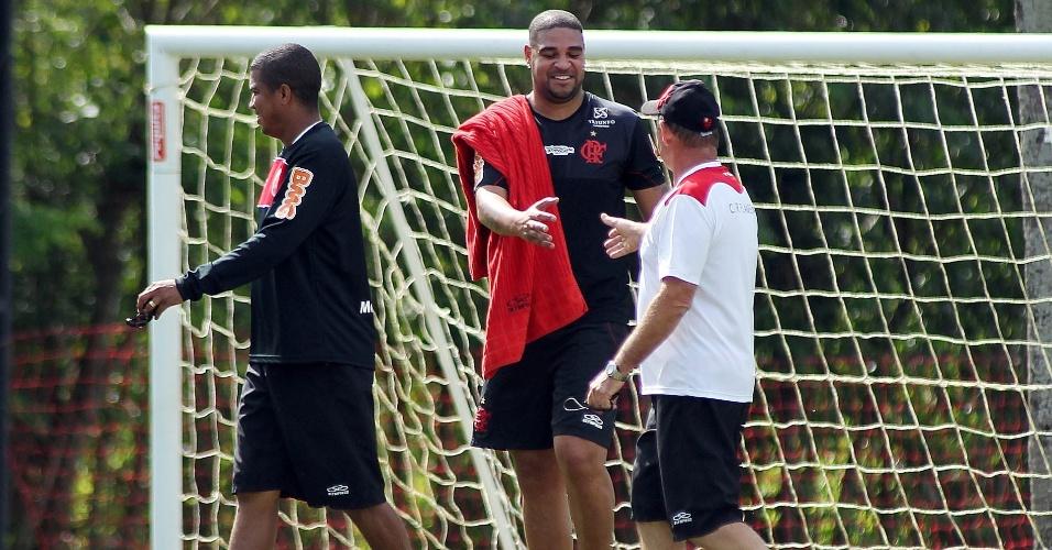Adriano, que se recupera após cirurgia, treina no Flamengo