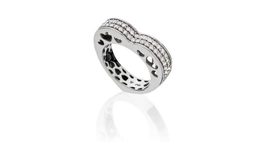 Aliança Coração em ouro branco com diamantes da joalheria Tani Jewel (www.tani.com.br)