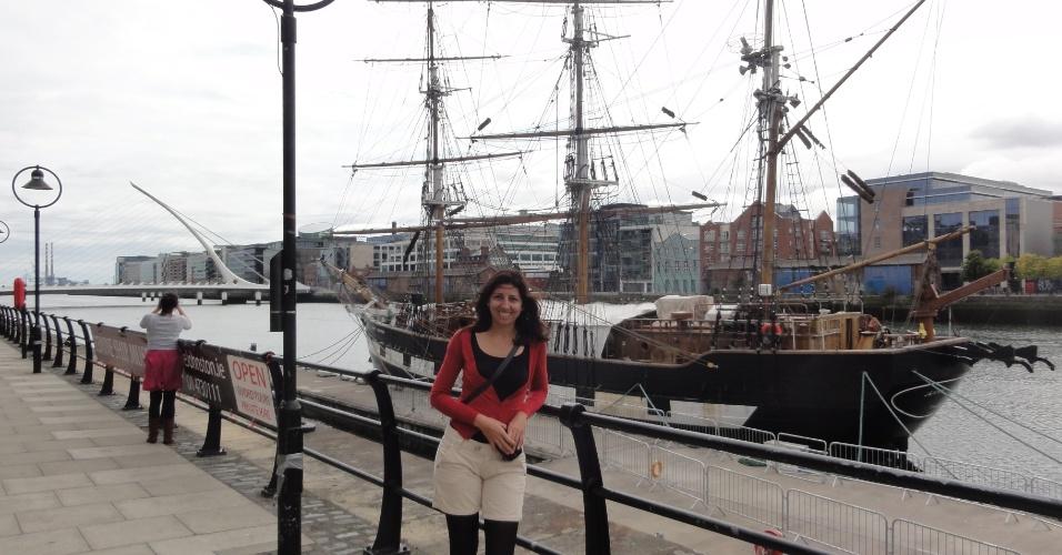 Aline Souza em Dockland, área próxima ao centro de Dublin e considerada moderna devido à construção de vários prédios comerciais e residenciais de luxo.
