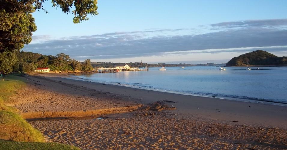 Praia em Paihia, baía de ilhas, na Nova Zelândia