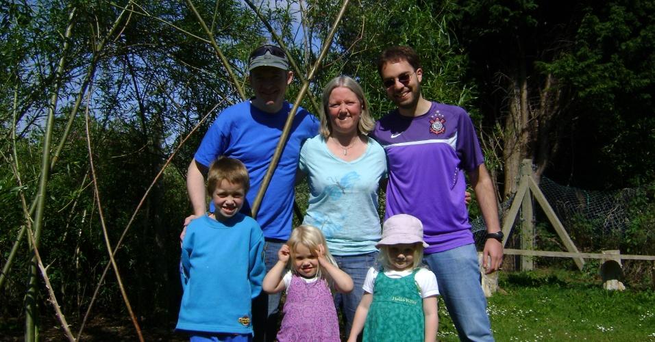André Frank e a família Simpson, que ele conheceu por um programa da própria Universidade que busca integrar o aluno estrangeiro aos costumes de uma família inglesa