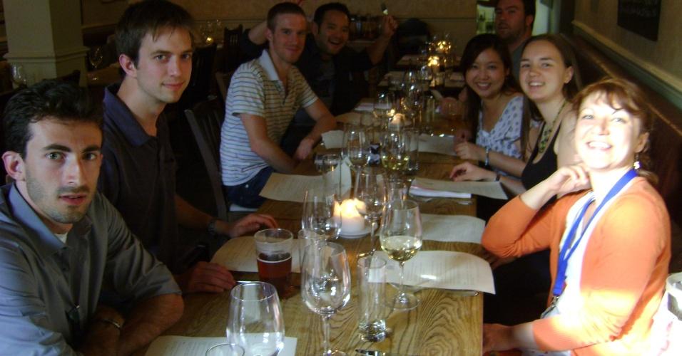 André Frank e amigos em seu jantar de despedida da Inglaterra