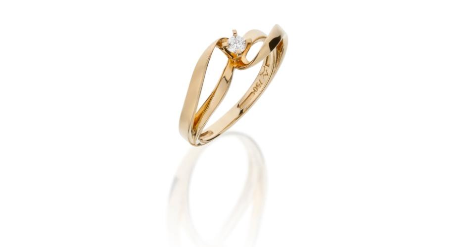 Anel solitário de noivado em ouro amarelo e com diamante da joalheria Tani Jewel (www.tani.com.br)