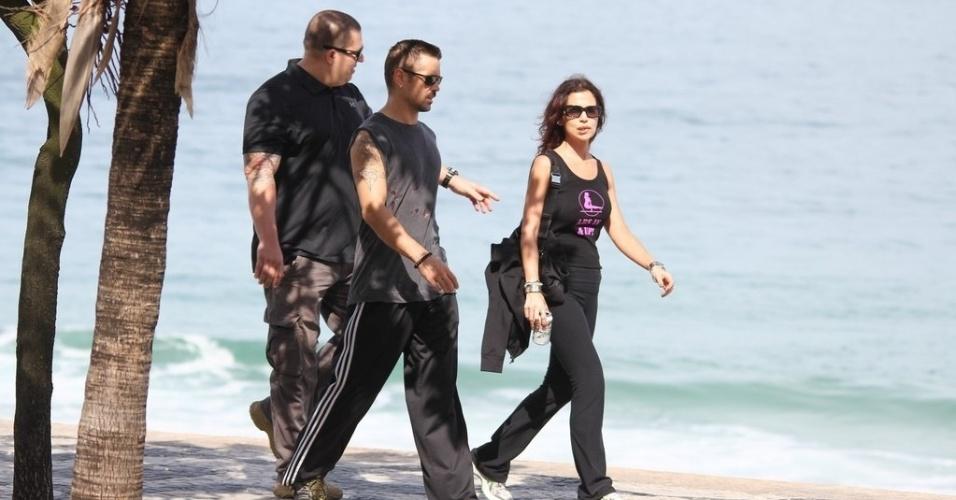 """Colin Farrell circulou pela orla da praia de Ipanema, zona sul do Rio (11/7/12). O ator está na cidade para promover seu novo filme, o remake de """"O Vingador do Futuro"""" que foi estrelado por Arnold Schwarzenegger em 1990"""