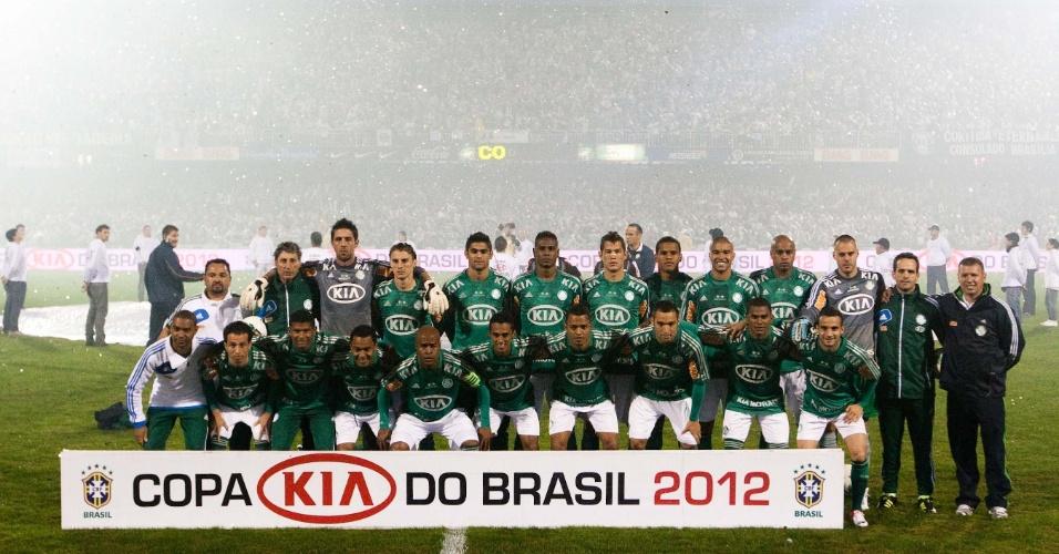 Jogadores do Palmeiras posam para fotos antes da decisão da Copa do Brasil contra o Coritiba