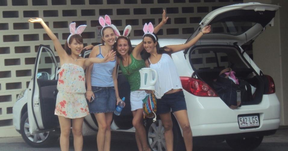 Juliana Belda indo para Sunshine Coast com amigas indo para uma viagem durante a Páscoa