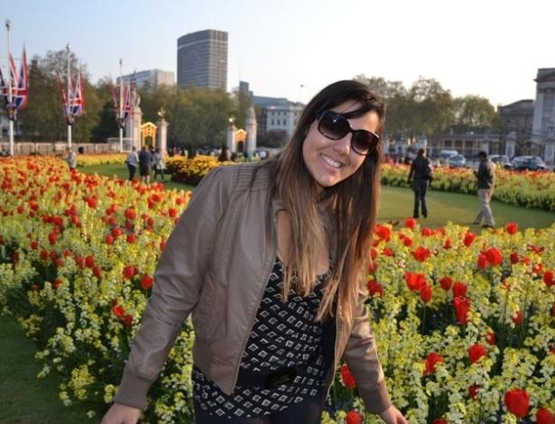 Natália Faleiros em frente ao Palácio da Rainha