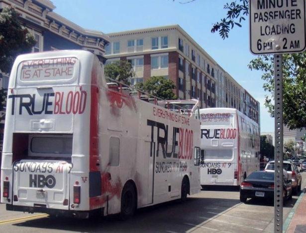 """Ônibus circulam pelas ruas de San Diego com propaganda da série """"True Blood"""", um dos destaques desta edição da Comic-Con (10/7/12) - Estefani Medeiros/UOL"""