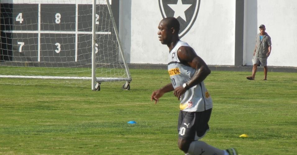 Seedrof conduz bola em treinamento do Botafogo