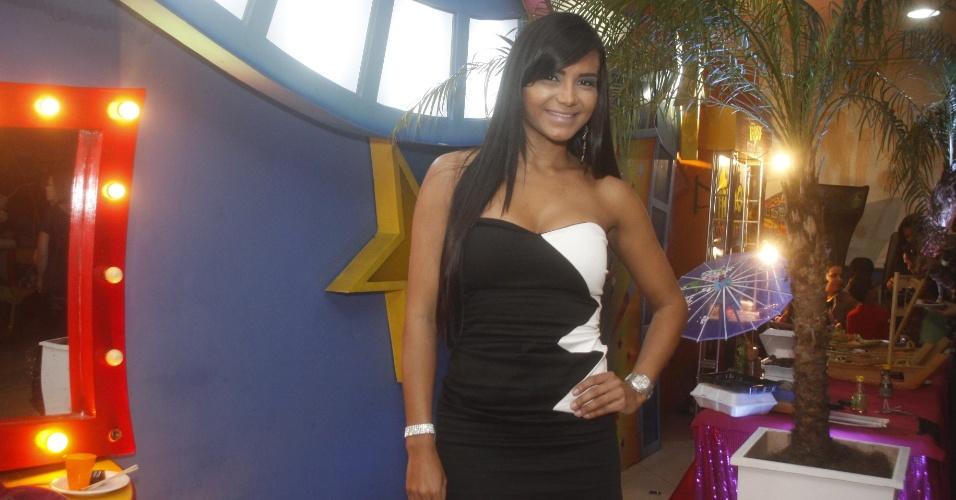 Shayene Cesário comparece na festa de aniversário da filha de Adriana Bombom (8/7/12)