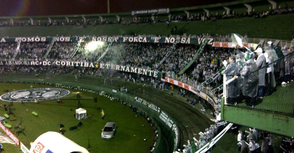 Torcida do Coritiba já faz festa antes da decisão da Copa do Brasil contra o Palmeiras