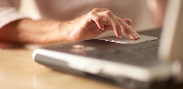 Touchpad é a superfície que substitui o mouse no notebook; aprenda a limpar   - Think Stock