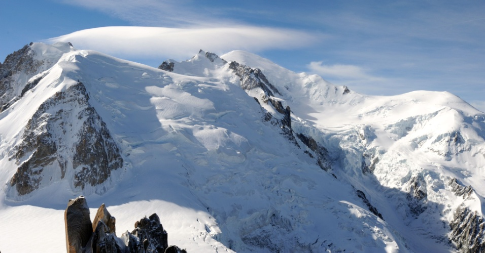 12.jul.2012 - Seis pessoas morreram e outras oito ficaram feridas por uma avalanche de neve registrada durante a madrugada desta quinta-feira (12) no maciço do Mont Blanc