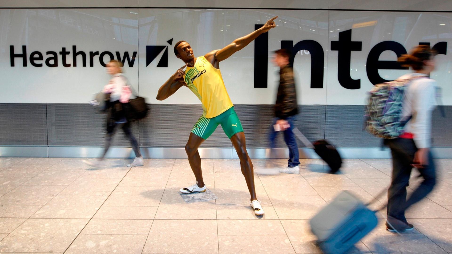 A 15 dias do início dos Jogos Olímpicos, uma estátua de cera do velocista Usain Bolt foi apresentada nesta quinta-feira no aeroporto de Heathrow, em Londres (12/07/2012)