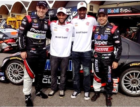 Átila Abreu, Ibson, Renato Abreu e Nono Figueiredo posam para foto no autódromo do RJ