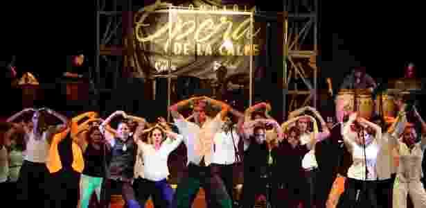 Dançarinos se apresentam no centro cultural de Havana (Cuba) chamado El Cabildo (30/6/12) - Reuters