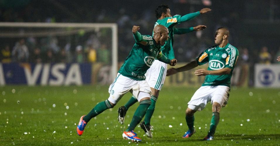 Jogadores do Palmeiras comemoram gol marcado por Betinho na final da Copa do Brasil