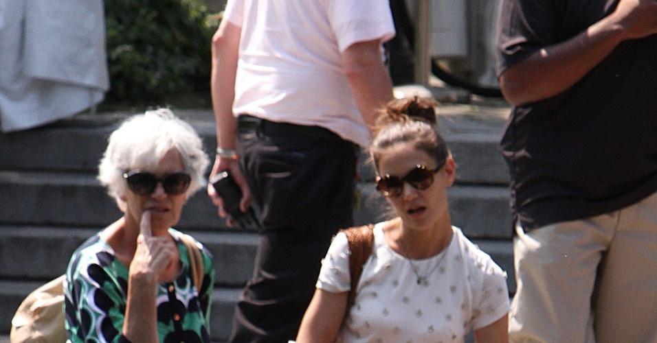 Katie Holmes, a filha Suri Cruise e a mãe de Katie, Kathleen Holmes, se divertem no Central Park Zoo em Nova York (12/7/12)