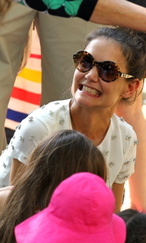 Katie Holmes se diverte ao lado da filha Suri Cruise em zoológico (12/7/12)