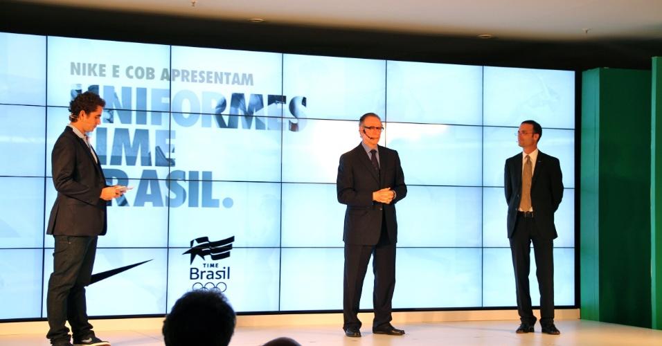 Carlos Nuzman, presidente do COB, e Felipe Andreoli, do CQC, apresentam novo uniforme olímpico do Brasil