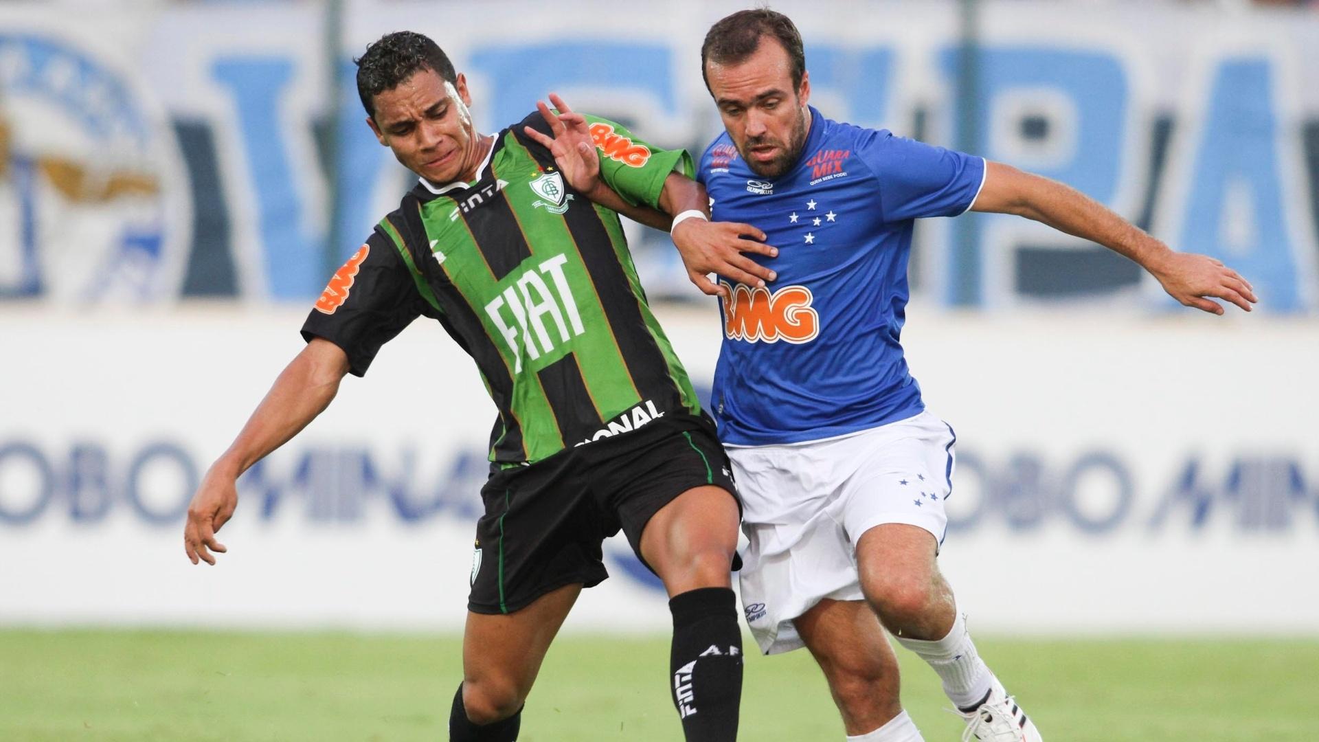 Roger, em duelo do Cruzeiro contra o América-MG