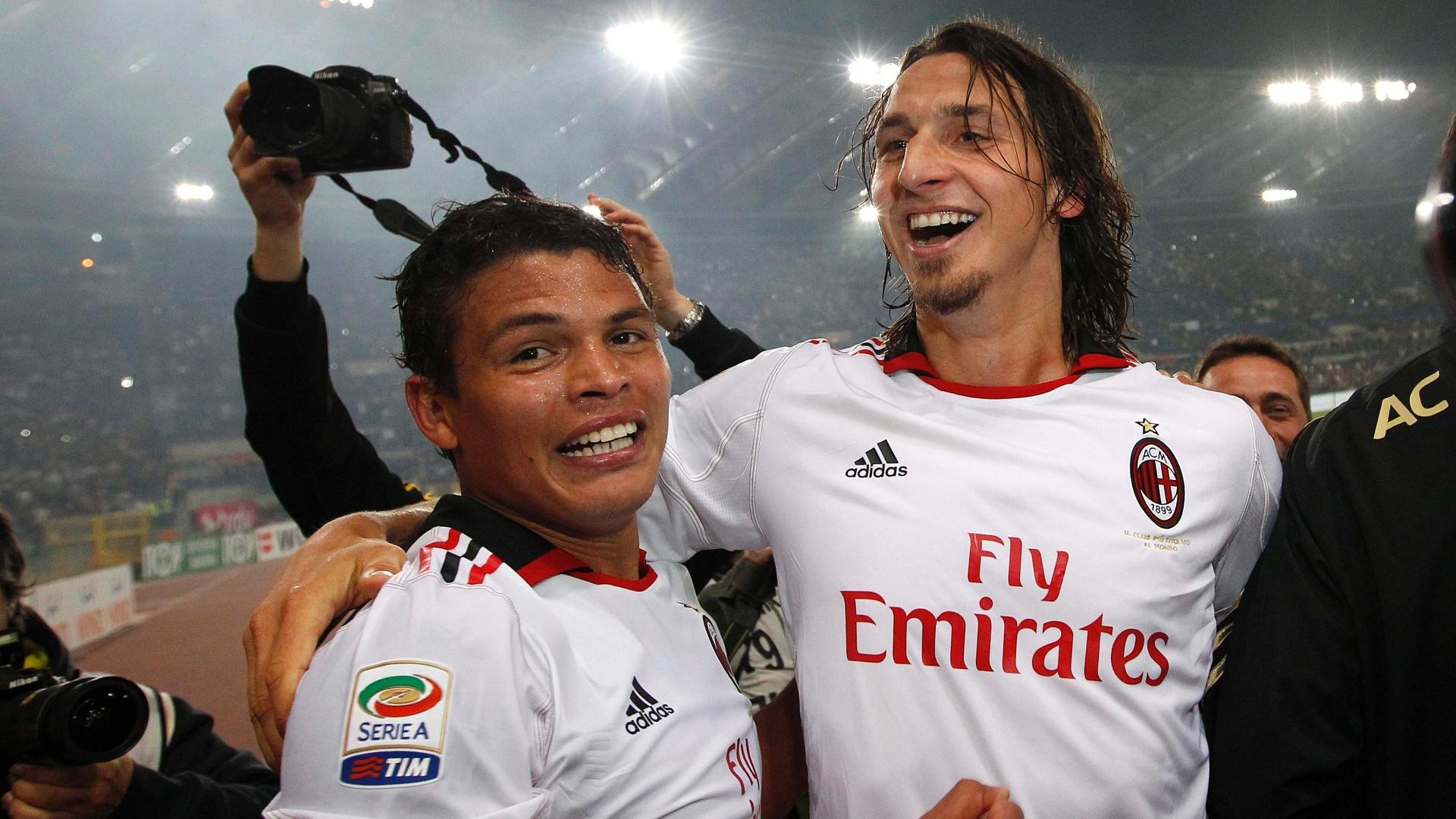 Thiago Silva e Ibrahimovic comemoram título do Campeonato Italiano 2010/2011 pelo Milan (07/05/2011)