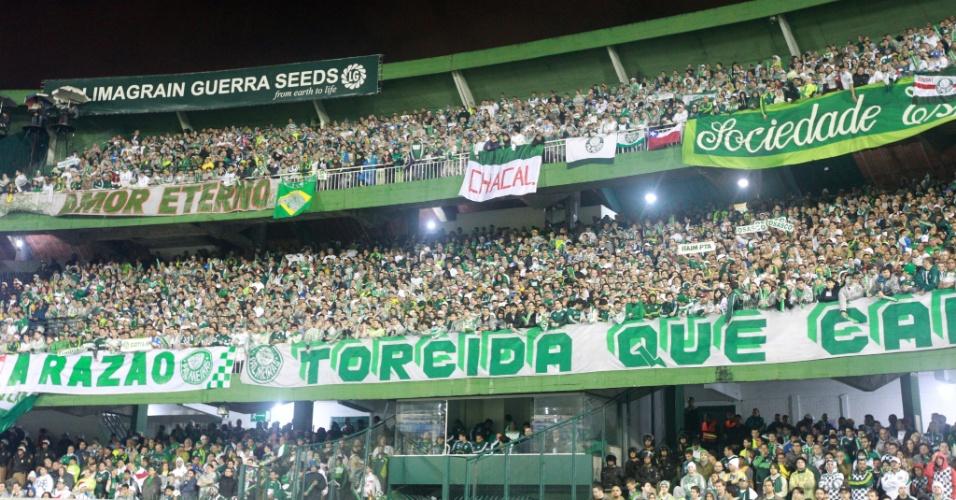 Torcida do Palmeiras comemorou o título da Copa do Brasil nas arquibancadas do Couto Pereira